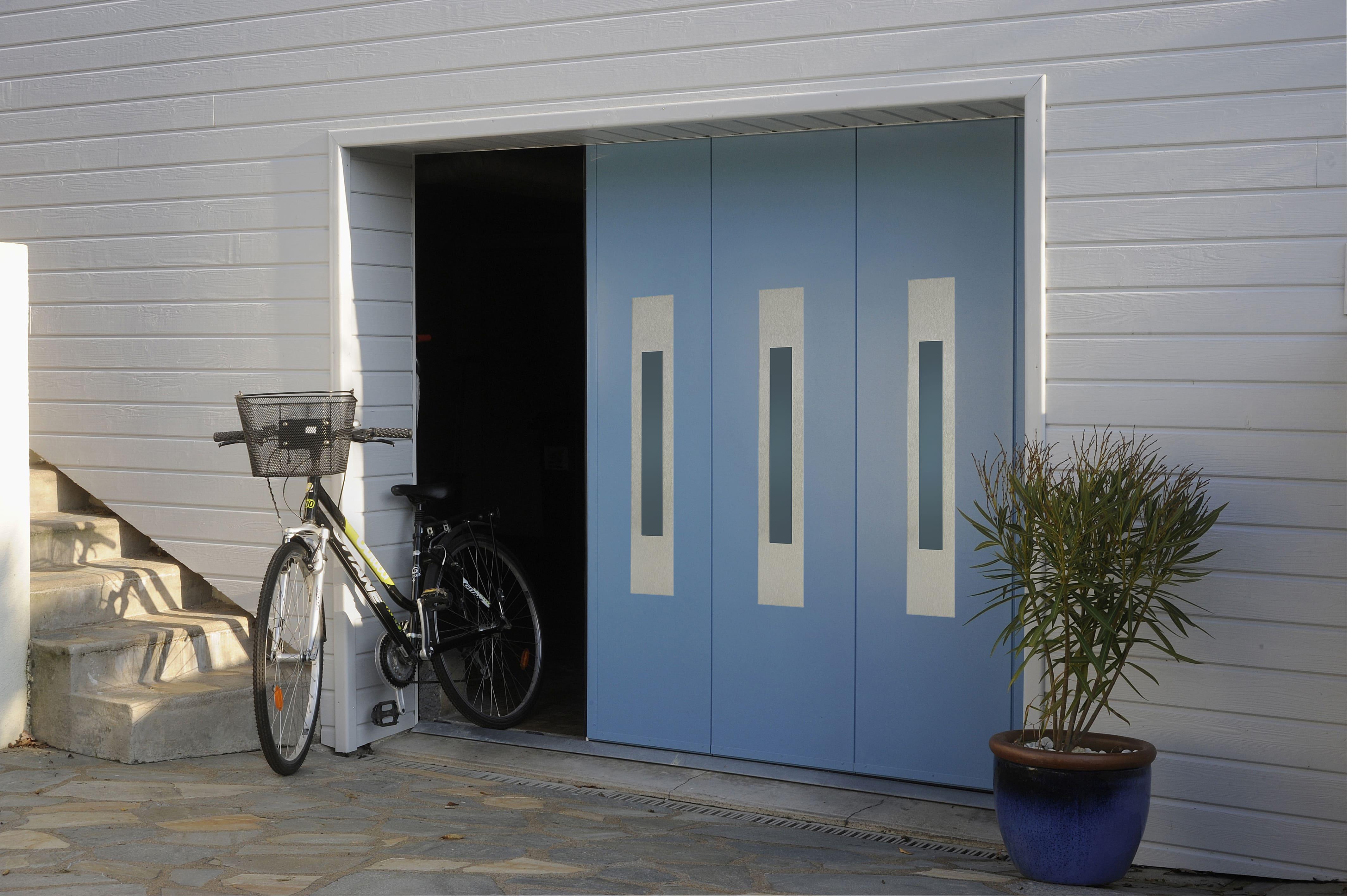 Porte de garage sectionnelle latérale MAESTRO «France Fermetures»