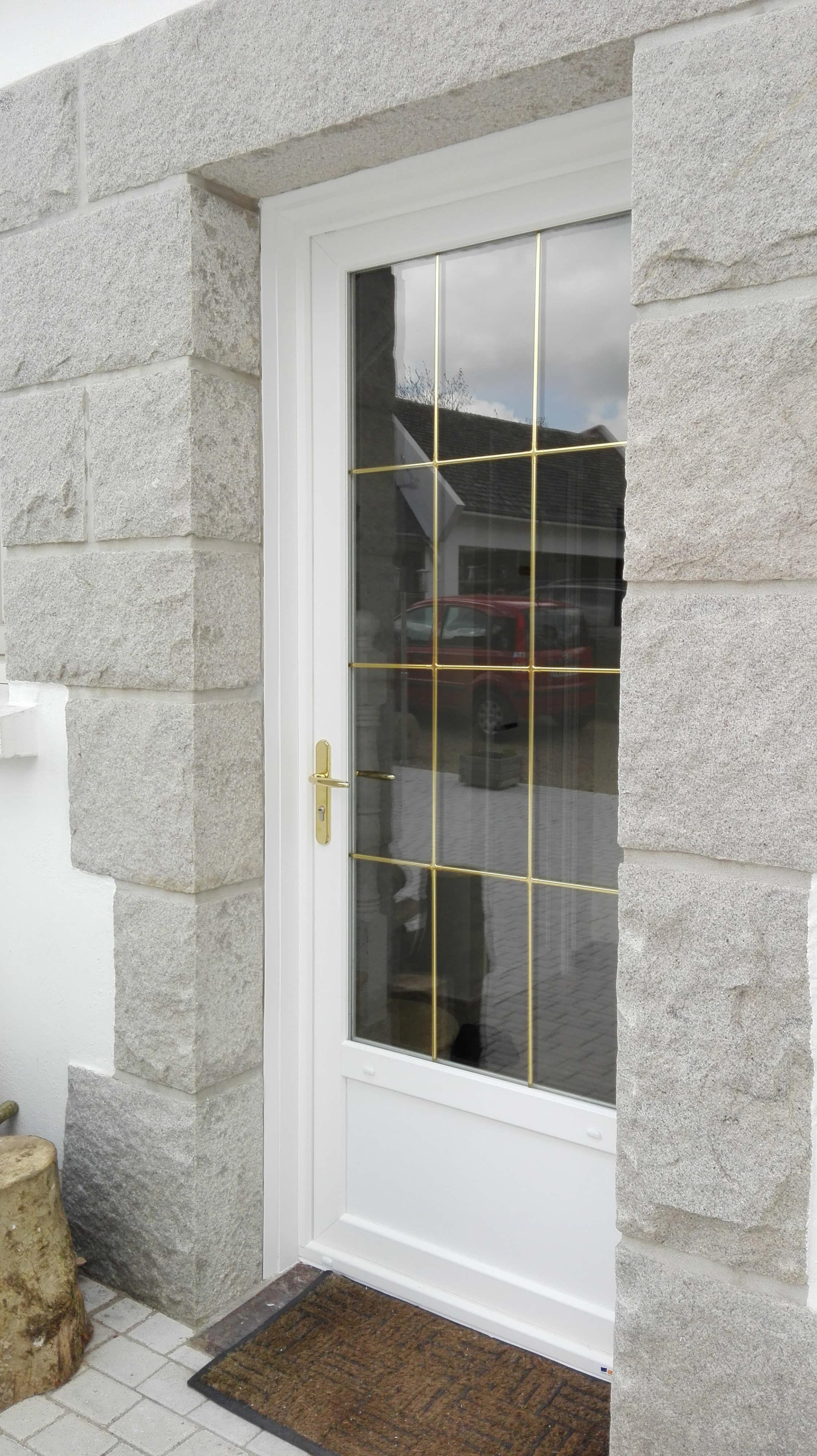 Installation de portes d 39 entr e pvc blanc vein gouesnou for Installation porte d entree
