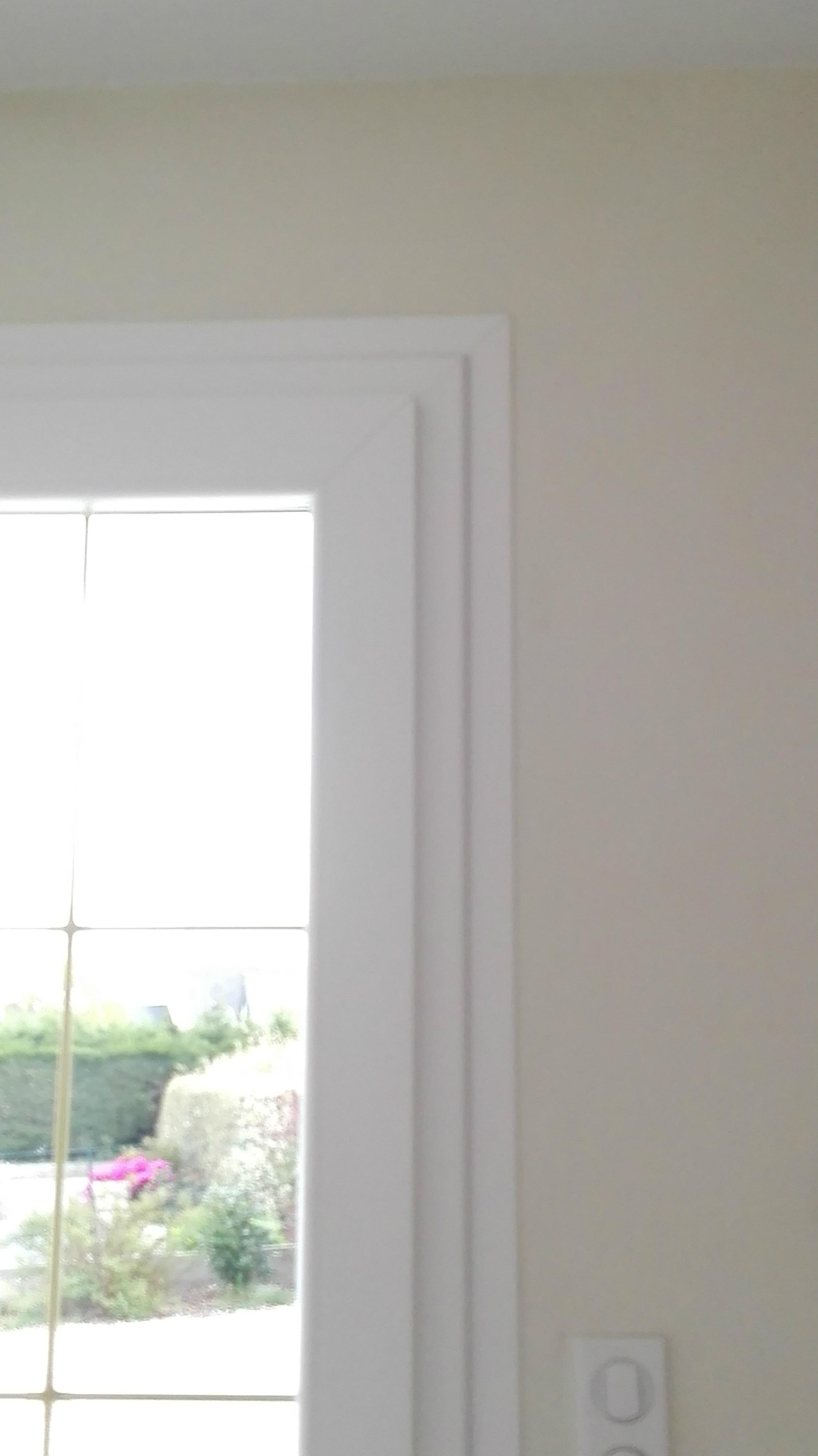 Installation de portes d 39 entr e pvc blanc vein gouesnou for Porte interieure en pvc blanc