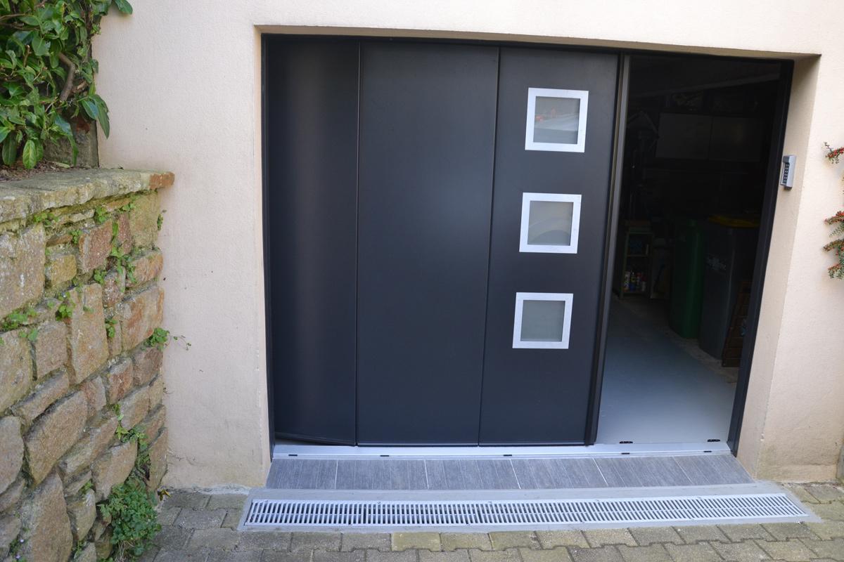 Pose d 39 une porte de garage alu automatique milizac mvm - Porte garage battant alu ...