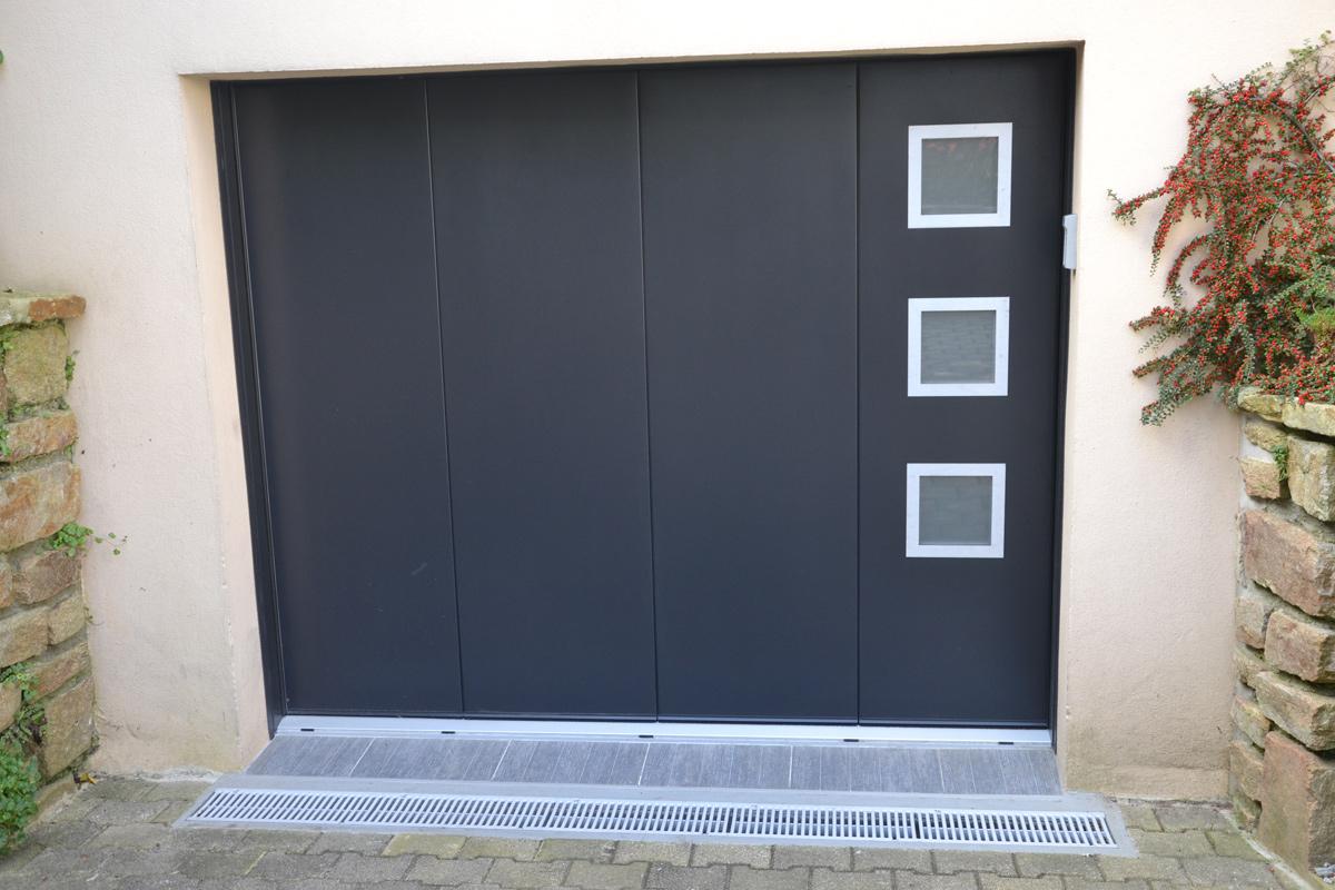 Pose d 39 une porte de garage alu automatique milizac mvm for Pose d une porte interieure
