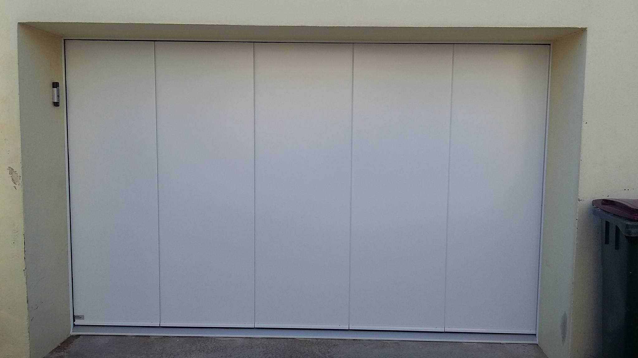 Installation d 39 une porte de garage bohars mvm for Porte de garage sectionnelle harmonic